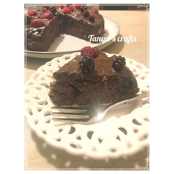 """Къпиново-малинов кейк с бадемово брашно и шоколад Trapa със стевия """"Д-р Кескин"""""""